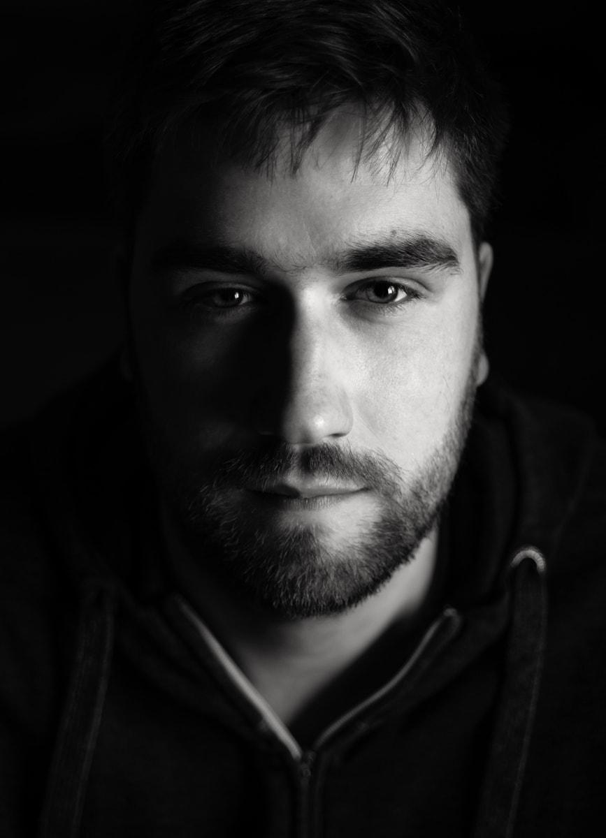 Porträts von besonderer Intensität - hier hat die Fotografin Astrid Schulz aus Bremen den Anfang 20jährigen Florian aufgenommen.